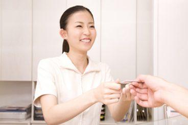 Step.2:保険証の提出・問診票のご記入